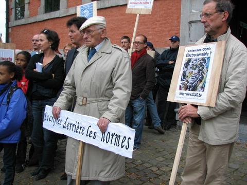 Manifestation en Belgique pour l'abaissement des normes GSM : 4 associations devant le Parlement wallon - 15/10/2008
