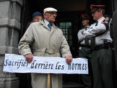 Manifestation du 15/10/2008 devant le Parlement Wallon, à Namur, Royaume de Belgique