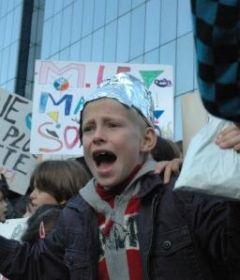 'Antennes-relais dans les écoles : le ton monte' - METRO - 23/10/2008