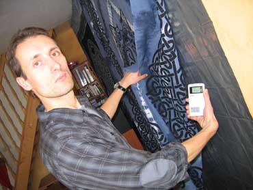 Vincent, un électronicien de 35 ans a dû calfeutrer sa maison dans l'Eure, et ça n'a pas suffi. Il doit régulièrement dormir dans un camping-car. - © RF / Sébastien Baer