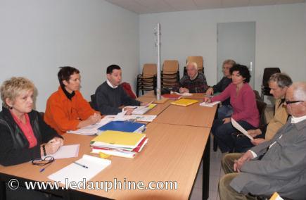 Lors de l'assemblée générale de la fédération Drôme-Ardèche des collectifs de riverains d' antennes relais autour du président Alain Gay