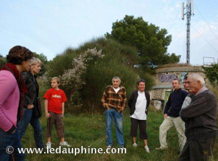 Dominique Hilaire, comme plusieurs de ses voisins, se pose des questions sur la potentielle nocivité de l'antenne-relais à proximité de chez eux.
