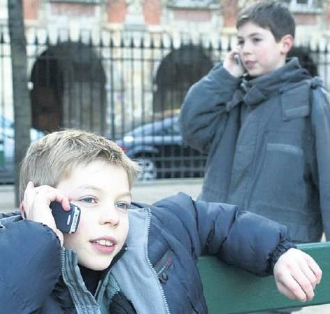 A défaut d'interdire l'usage du portable aux enfants de moins de 12 ans, il est important de ne pas en abuser et de s'en servir en respectant quelques règles de prudence.