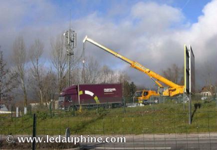'Ils en ont ras l'antenne du relais SFR' - Le Dauphiné Libéré - 25/01/2009