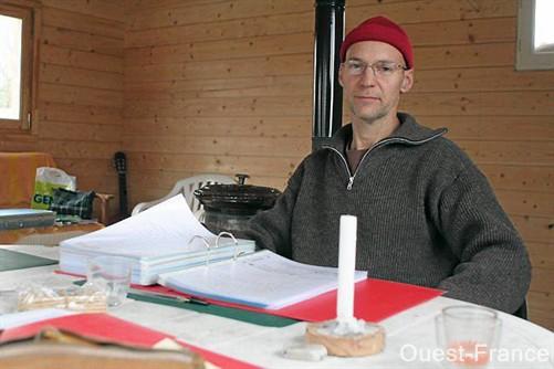 Jean-Jacques Villemot, retiré dans sa maison à Aubigny, où il se ressource, loin de « nuages électromagnétiques ».