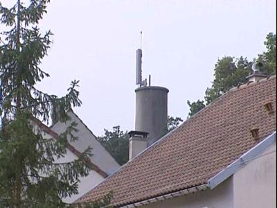 Les antennes-relais et leurs ondes électromagnétiques sont encore au coeur de la polémique. - COPYRIGHT France 3