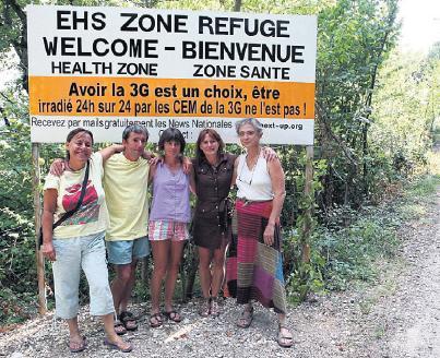 UN LIEU TENU SECRET DANS LA DROME, LE 9 AOUT. Le camping est situé dans une zone qui n'est couverte par aucun opérateur téléphonique.