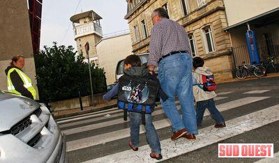 Près de 300 enfants sont scolarisés à l'ombre de la tour de France 3. (photo THIERRY DAVID)