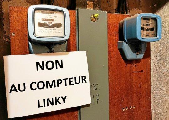 À la Tour d'Armor, les opposants aux compteurs électriques connectés ont affiché leur détermination. (Benoît Tréhorel)