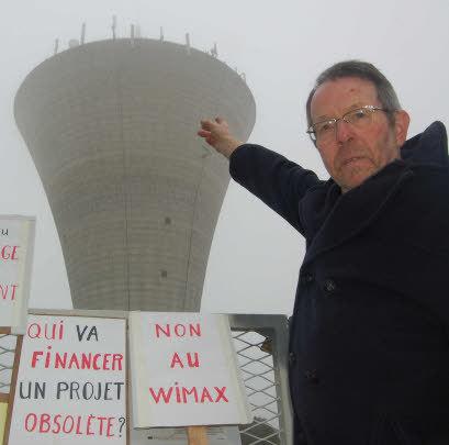 Le Plérinais Alain Goater s'inquiète des effets néfastes des ondes radio émises par les antennes sur la santé. Photo G.H.
