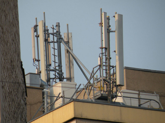 Antennes relais | Saint-Ouen, Seine-Saint-Denis, France |