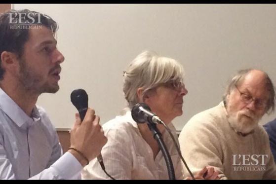 Lors de la dernière réunion, en novembre 2018, Édouard Raffin (à gauche), avocat spécialiste du droit de l'environnement, avait conseillé les anti-Linky.  Photo DR