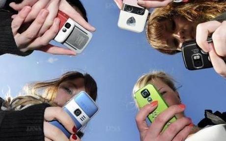 """""""Interdire les téléphones portables au moins de 14 ans ?"""" - Care Vox - 03/06/2011"""