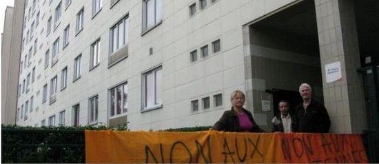 CHÂTILLON, vendredi. Le collectif de riverains Châtillon Santé soupçonne les antennes-relais de favoriser le développement de cancers.