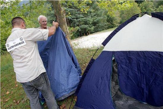"""""""Nous n'avons pas à vivre en forêt ou dans des grottes !"""" - Le Dauphiné Libéré - 17/09/2011"""