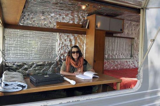 Première tentative de refuge anti-ondes dans la Drôme: une caravane tapissée d'aluminium.