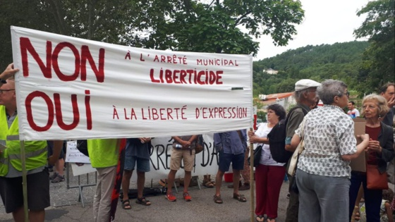 Les associations vent debout contre l'interdiction de tracter en centre-ville de Saint-Jean-du Gard - 13/08/2019 / © Pauline Pidoux / FTV