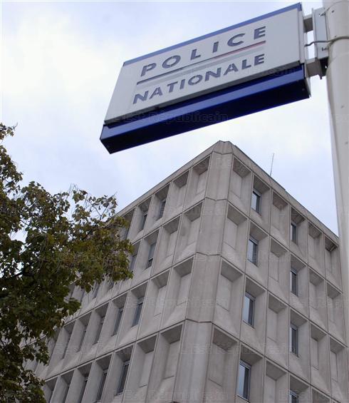 """Police Nationale : 'Nancy: les """" plombiers de Free """" sur le toit du commissariat' - L'Est Républicain - 15/01/2012"""