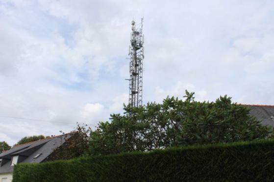 L'antenne de Castel Pic, à Guingamp, se situe en plein cœur d'un quartier d'habitations. (©L'Echo de l'Argoat)