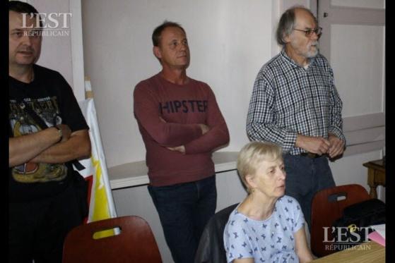 Le collectif toulois a dû élever la voix dans la salle pour se faire entendre lors de la réunion.  Photo ER