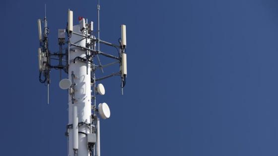 La prolifération des antennes-relais inquiète les associations. − Photo d'illustration - dan_prat / iStock