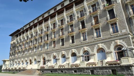 Des Romeufontains s'opposent à l'installation aujourd'hui même, de 20 nouveaux compteurs Linky au Grand hôtel.  Photo F. B.