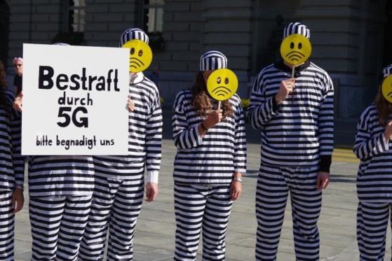 Lors d'une manifestation anti-5G en Suisse. - Association Frequencia
