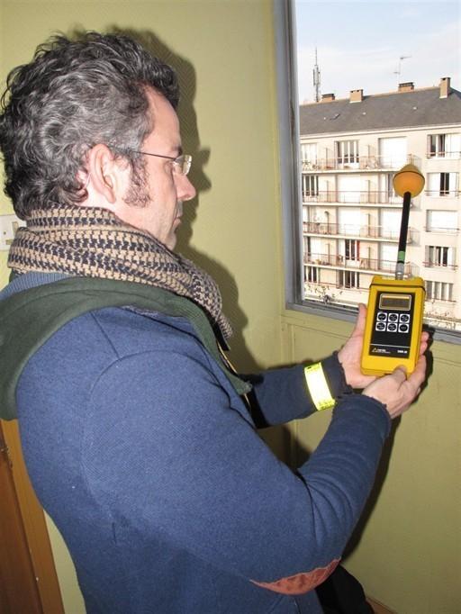 Emmanuel Denis, délégué départemental de l'association Robin des toits, a effectué des mesures sur trois sites.