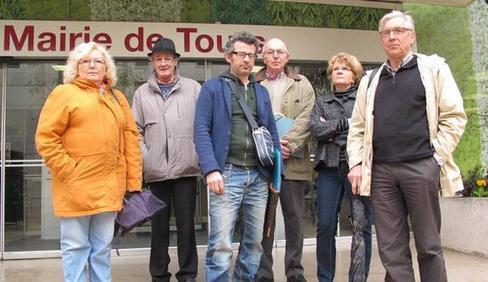 Une délégation de riverains d'antennes-relais et le représentant de Robin des toits ont été reçus hier en mairie.