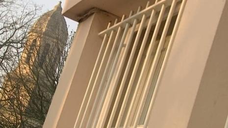 Une antenne relais est placé sur le clocher du Sépulcre, juste à côté de l'école de Pigacière
