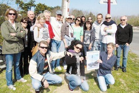 Une partie des riverains réunis au sein du collectif citoyen qui s'est opposé à l'installation de l'antenne de la SNCF. (photo O. B.)