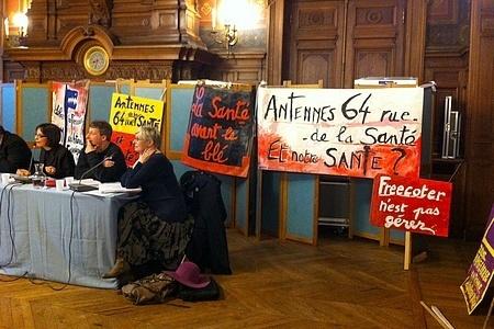 """""""Free mobile : à Paris, les antennes frappées d'anathème"""" - Libération - 19/04/2012"""