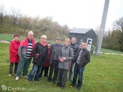 Les habitants de la commune de hanches sont opposés à l'installation d'une seconde antenne.