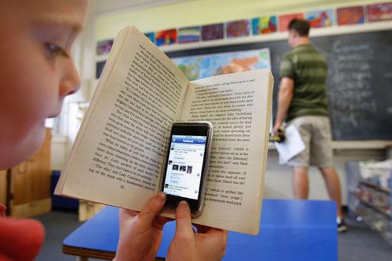 """""""Le Wi-fi rend-il les élèves et les professeurs malades ?"""" - Toronto Sun - 06/10/2011"""