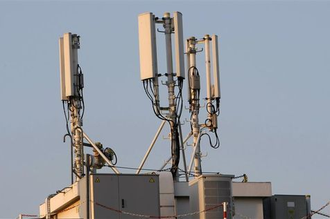 Antennes de téléphonie mobile à Nice, le 14 septembre 2009. (Photo Eric Gaillard. Reuters)