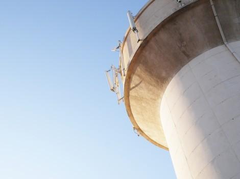 Les antennes sur le château d'eau de Villeneuve-de-la-Raho © P. Becker
