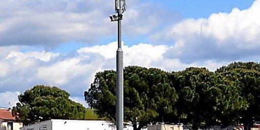 Robin des toits veut abaisser le seuil des hyperfréquences de la téléphonie mobile. (© D.R)