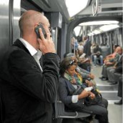 """""""Des connexions plus Net dans le métro - la polémique sur des risques sanitaires va bon train"""" - 20 Minutes - 03/07/2012"""
