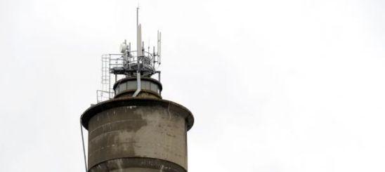 TELECOMS - La France autorise des seuils d'exposition aux ondes supérieurs aux recommandations du Conseil de l'Europe à cause de l'influence des opérateurs.  JEAN-PIERRE MULLER/AFP