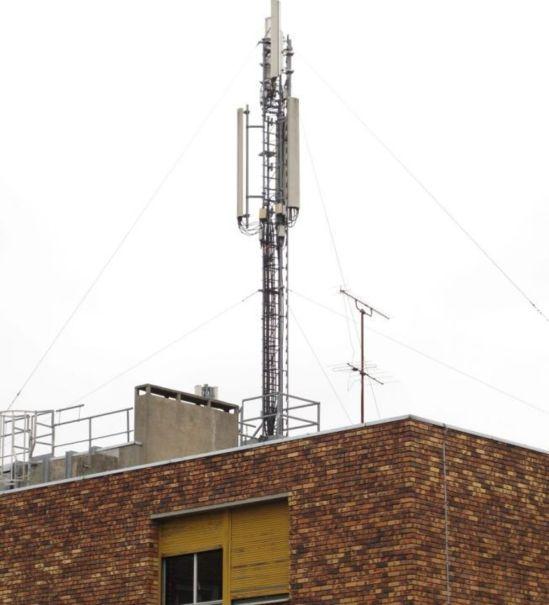 La mairie de Paris et les grands opérateurs télécom ont annoncé ce mardi un accord sur un projet de nouvelle charte de la téléphonie mobile à Paris reposant sur un compromis entre l'exposition aux ondes des antennes-relais et la qualité de la couverture. | LP/Yves Fossey