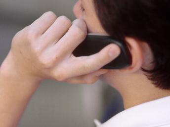 La Cour de cassation italienne vient de reconnaitre comme maladie professionnelle une tumeur du cerveau qui serait liée à l'usage intensif du mobile. Getty images/Leanne Temme