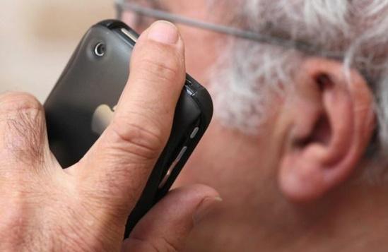 Illustration sur la nocivité des téléphones portables sur la santé. CLOSON DENIS/ISOPIX/SIPA