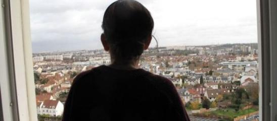 Antony (Hauts-de-Seine), le 30 novembre 2012. Chantal demande a etre relogée car elle dit souffrir des antennes relais placées sur le toit. | LP / JV