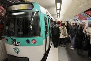 © Jacques Demarthon / AFP Le Syndicat Sud RATP dénonce des niveaux d'ondes plus élevés qu'en surface.