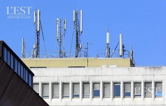 À Belfort, les fréquences testées dès janvier seront trois à trente fois plus élevées qu'actuellement. Elles permettront de développer la future 5G, nécessaire aux objets connectés. Or, de plus en plus de scientifiques demandent que la nocivité des ondes soit reconnue. Photo Lionel VADAM