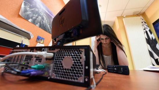Marion est hypersensible aux ondes : téléphones portables, wifi, ordinateurs... Photo d'illustration Guy DROLLET