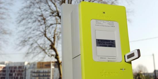 L'installation des compteurs Linky, de couleur jaune, se fait progressivement dans l'Hexagone.@ ALAIN JOCARD / AFP