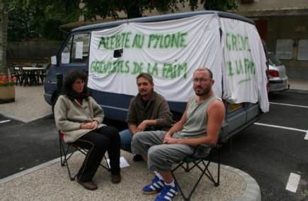 Christophe et Claire entameront aujourd'hui leur sixième jour de grève de la faim devant la mairie de Saint-Christophe-sur-Guiers. Le DL
