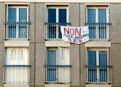 À Encagnane, les locataires dénoncent l'installation sans concertation d'antennes-relais sur les toits. (copyright - Archives La Provence)