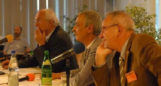 Les professeurs Franz Adlkofer (Verum-Foundation), Josef Lutz (TU Chemnitz) et Rainer Frentzel-Beyme (Uni Bremen) lors de la présentation dans le cadre de l'université des scientifiques de Gelsenkirchen, sur les résultats de la recherche du 01/10/2007